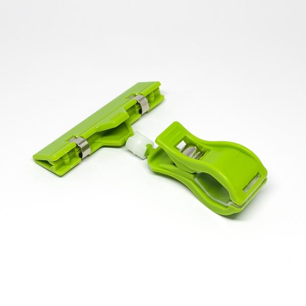 Prisskilteholder i lysegrøn med kraftig klemme og 80mm holder. Holderen er velegnet til bager-, slagter- og fiskeforretninger. Alt i plastkort, kortprintere og tilbehør hos RD Data