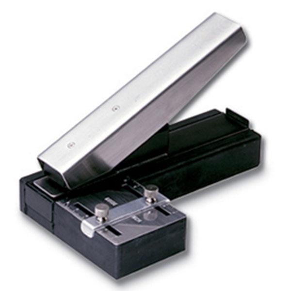 Stansemaskine bordmodel stor med anlæg, til lokning af aflangt hul 3 x 14 mm. til seleclips, halssnore m.m. , fra RD Data