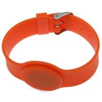 Orange silikone armbånd med mifare S 50 1K. kompatibel Chip. EEPROM: 1 KB organiseret i 16 sektorer à 4 blokke à 16 byte. Justerbar rem.
