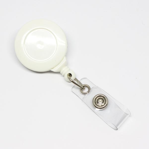 Lille praktisk 32 mm yoyo med nylonsnor, drejelig krokodilleclip på bagsiden og metaltryklås på båndet. Hvid, fra RD Data