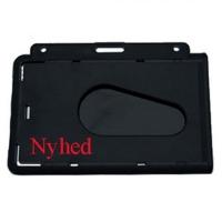 Sort kortholder i hård plast til 1 kort, horisontal.  Kortholderen kan forsynes med halssnor, seleclips, yoyo m.m.