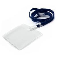 Horisontal kortholder i blød, blank, transparent plast med 10 mm blue halssnor med sikkerhedslås og plastkrog. Passer til standard kort str. 86 x 54 mm. Altid kæmpe udvalg i plastkort, kortholdere, lanyards mm. hos RD Data